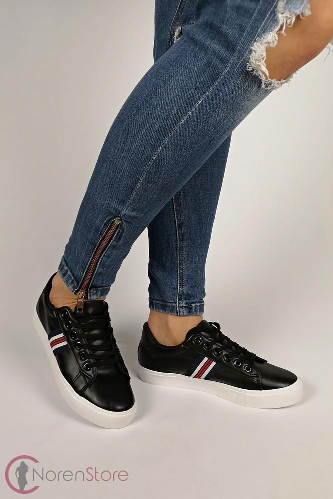 Fekete oldalt csíkos női cipő